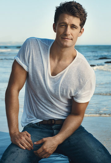 Matthew_Morrison_white_shirt_VEmbed