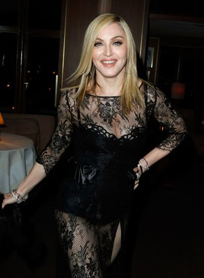 20110227-pictures-madonna-lourdes-oscar-after-party-graydon-carter-02