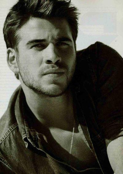 Liam Hemsworth Details 3