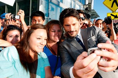 Joe manganiello 146978517EC107_Warner_Bros_
