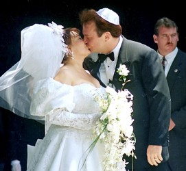 Roseanne-barr-tom-arnold-wedding-1990-photo-GC-271x250